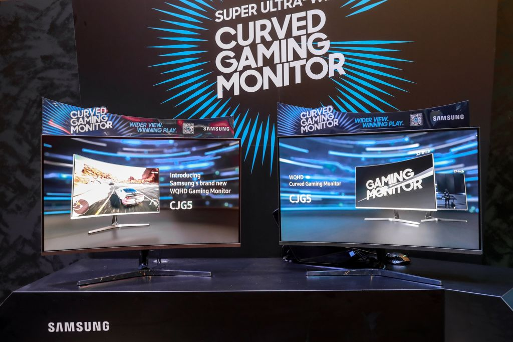 samsung-cjg5-at-gamescom-2018_deep-silver-booth-1