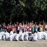 """120 de angajati ai companiilor din UBC Palas au facut curatenie de """"World cleanup day"""""""