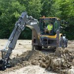Cu serviciile de inchirieri buldoexcavator se pot pune la punct digurile de aparare pe malul apelor